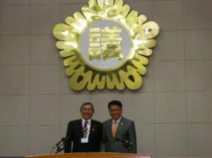 富川市議会議長と記念撮影