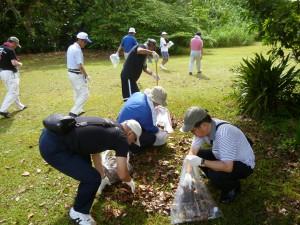 ジーゴ村平和慰霊公園清掃活動の様子